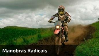 Manobras Radicais De Moto, Quem Sabe Faz Em Qualquer Lugar. . .