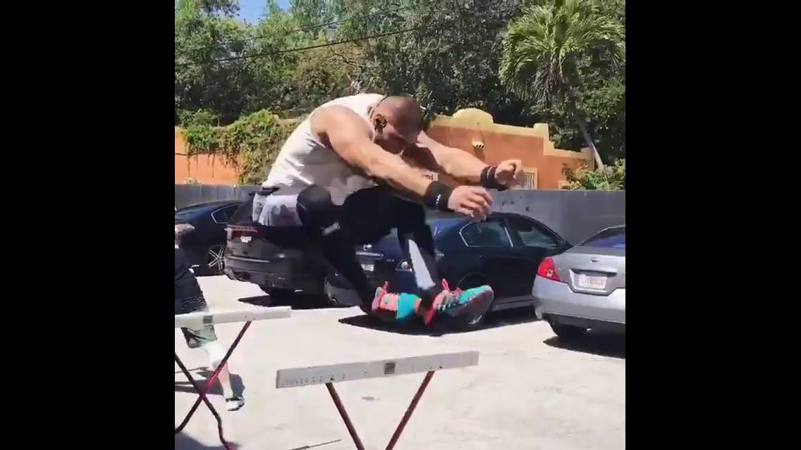 Motivação para treinar pesado, impressionante a força deste homem, confira!