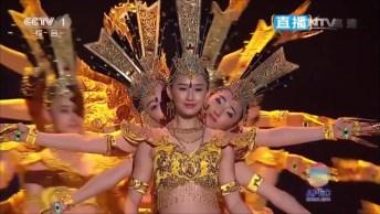 Dança Chinesa Mil Mãos - 21 Dançarinas Com Deficiência Auditiva!