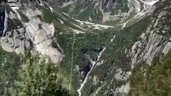 Descendo Os Trilhos Em Meio A Natureza Na Suíça, Que Lugar Incrível!
