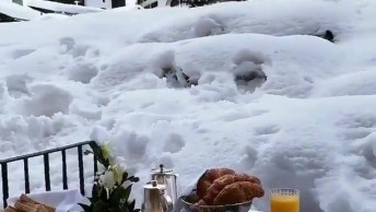 Imagens Impressionantes De Um Lugar Cercado Pela Neve, Quem Você Levaria Ai?