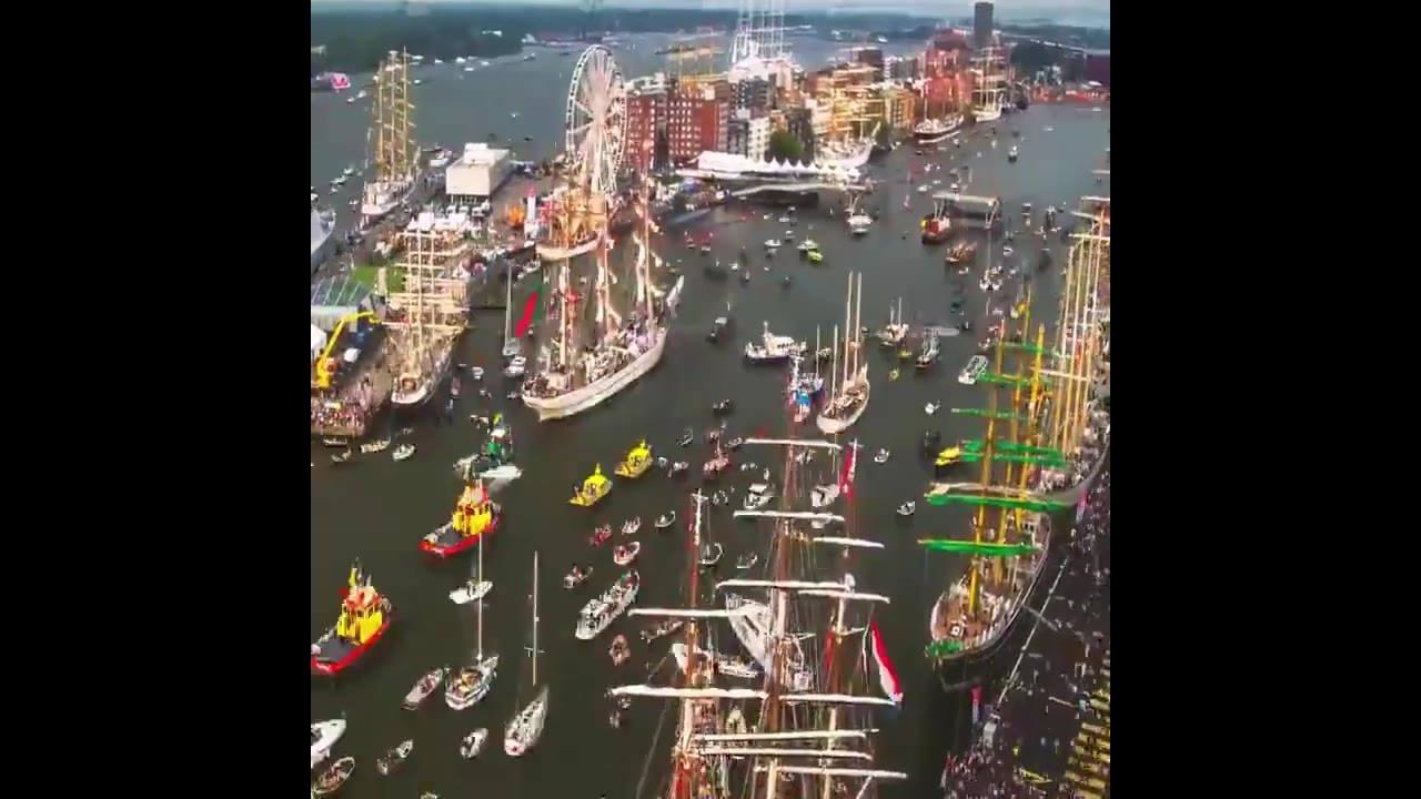 Imagens impressionantes de um tráfego de navios e barcos