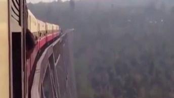 Impressionante A Altura Dos Trilhos Desse Trem, É Arrepiante!