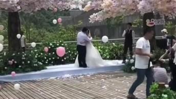 Impressionante Casamento Com Balões De Gás Hélio Subindo Pelo Céu!