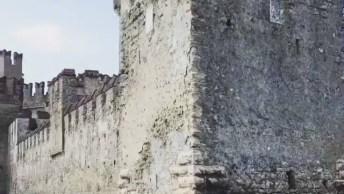 Impressionante Castelo Scaligero Em Sirmione Itália, Simplesmente Incrível!