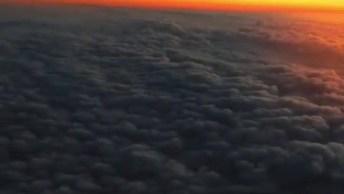 Impressionante Céu Visto De Dentro De Um Avião Em Pleno Por Do Sol!