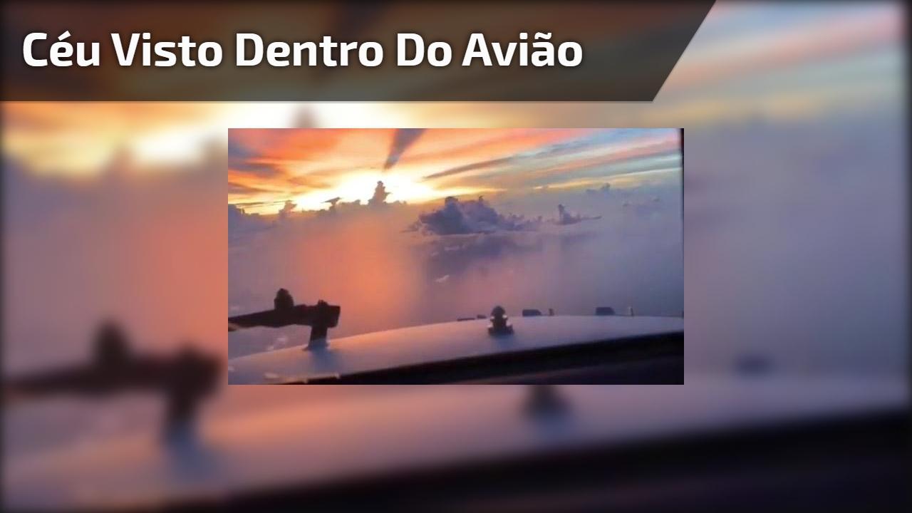 Céu visto dentro do avião