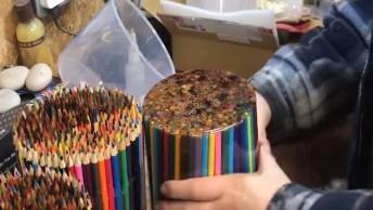 Impressionante Fabricação De Lápis Gigante Com Centenas De Lápis Pequenos!