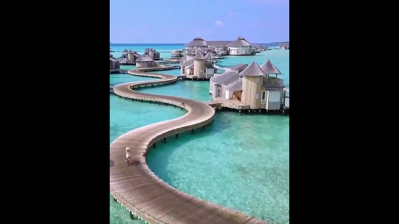 Impressionante hotel no mar nas Ilhas Maldivas