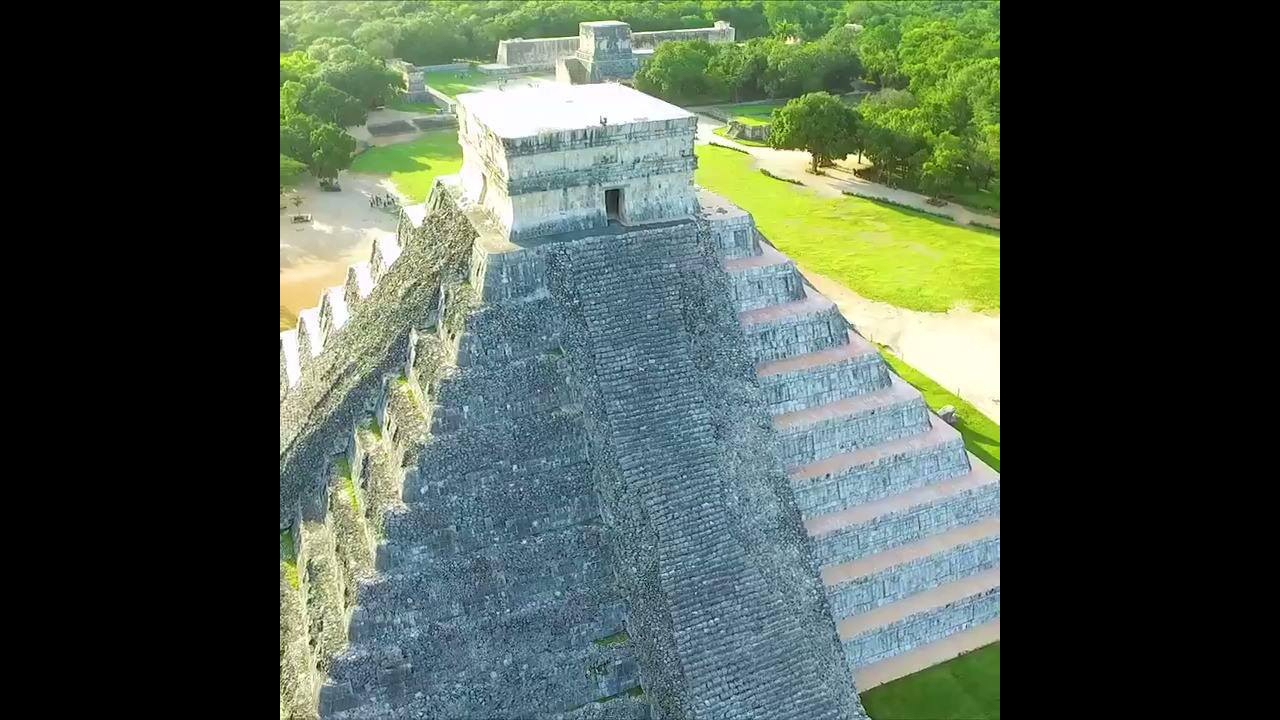 Impressionante piramide no México
