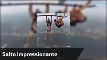 Impressionante Salto De Paraquedas De Um Helicóptero, Veja Que Incrível!