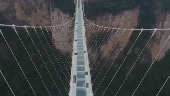 Maior Ponte De Vidro Do Mundo Se Encontra Na China, Confira!