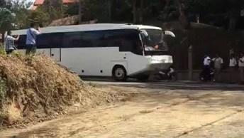 Ônibus Anfíbio: Uma Alternativa Para Transportar Pessoas Em Travessias Nas Águas