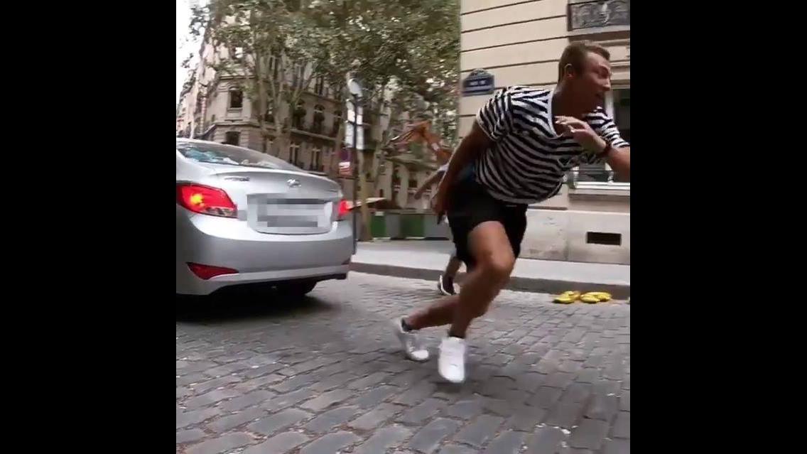 Pessoas desafiando a força da gravidade