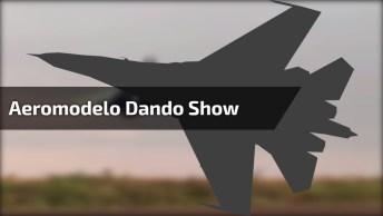 Pilotador De Aeromodelo Dando Um Show De Habilidade, É Impressionante!