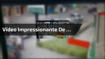 Vídeo Impressionante De Carro Que Perdeu O Controle E Quase Matou Um Homem!