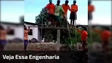 Interessante A Forma Que Este Pedreiros Encontraram Para Colocar A Estaca!
