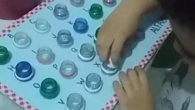 Jogo Pedagógico Feito Com Tampas De Refrigerantes, Muito Bom!