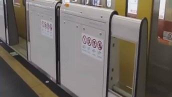 Nas Estações De Trem Do Japão Foram Colocadas Cancelas Automáticas!