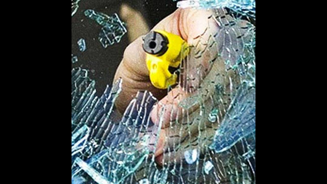Objeto que quebra o vidro do carro e corta o cinto em casa de emergência