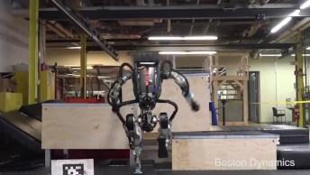 Robô Realizando Saltos Estilo Parkour, Uma Habilidade Incrível!