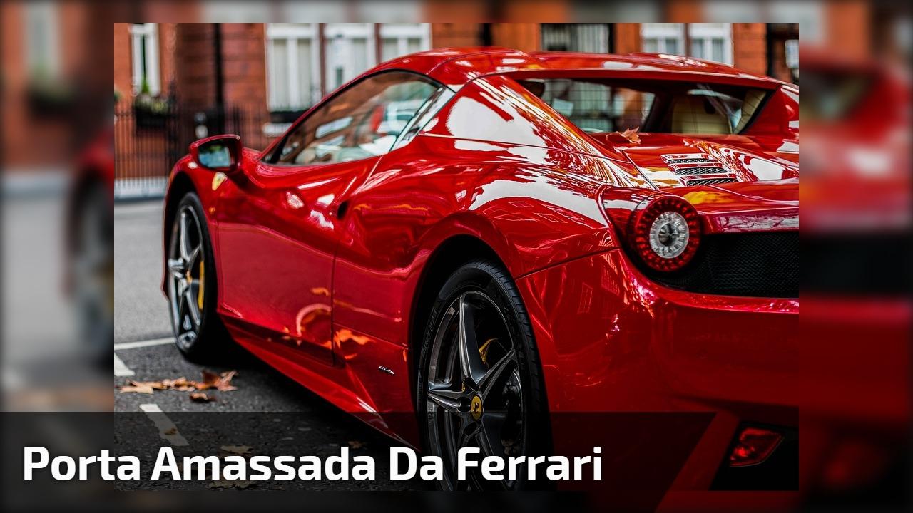 Porta amassada da Ferrari