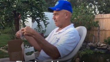Avô Daltônico Enxergando As Cores Pela Primeira Vez Na Vida!