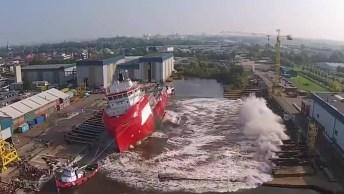 Como Coloca O Barco Na Água Depois De Construído? Veja No Vídeo!