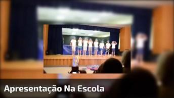 Esse Vídeo É Muito Legal! Olha A Apresentação Destes Garotos Na Escola!