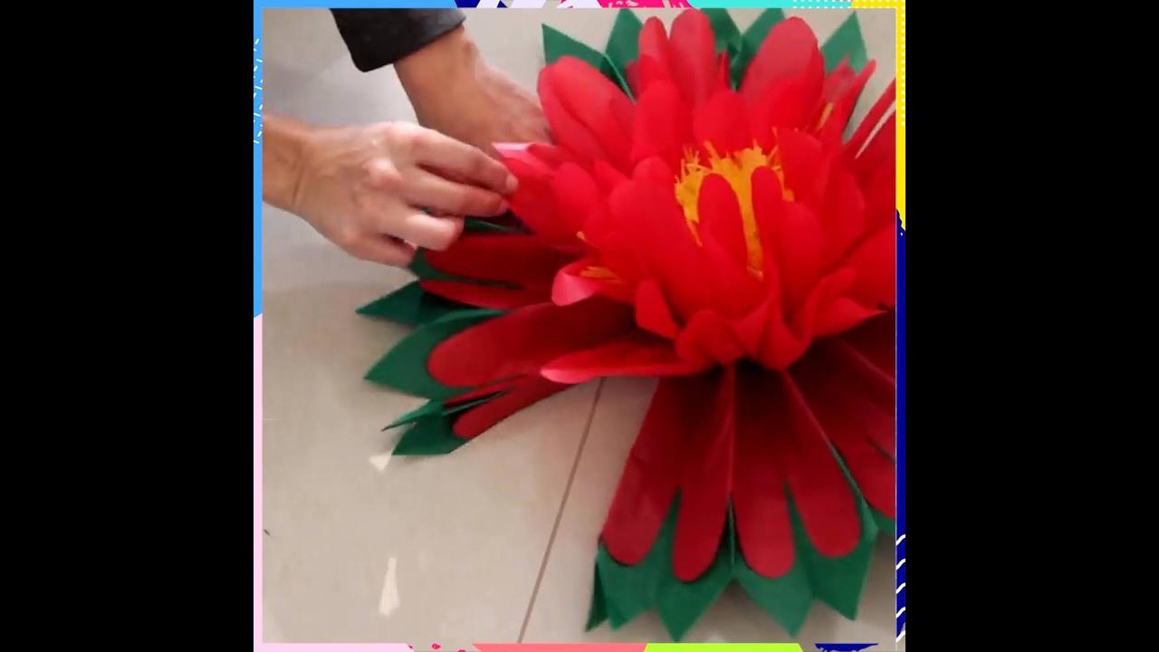 Flor grande feita com papel de seda