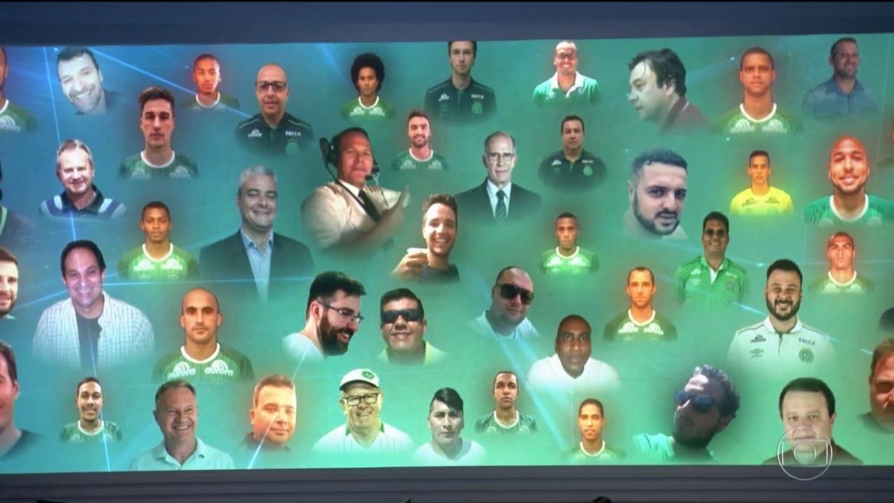 Homenagem do Jornal Nacional às vítimas da queda do avião da Chapecoense