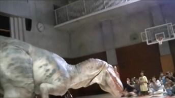 Melhor Apresentação De 'Dinossauro' Que Vai Ver Hoje, Muito Bom!