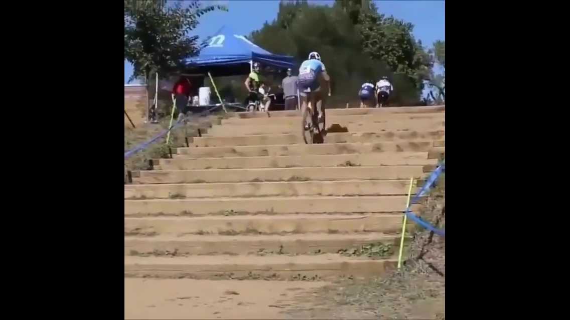Subindo uma escada de bicicleta