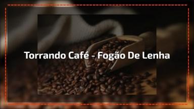 Torrando Café No Fogão De Lenha, Totalmente Artesanal, Muito Legal!