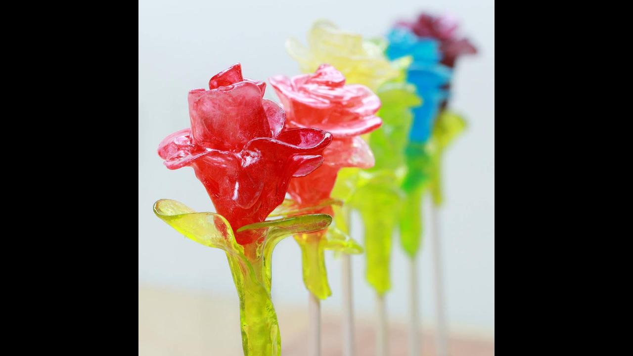 Tutorial de como fazer pirulitos em formato de rosas
