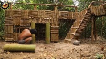 Um Castelo Construído Com Trabalho Braçal E Matéria Prima Da Floresta!