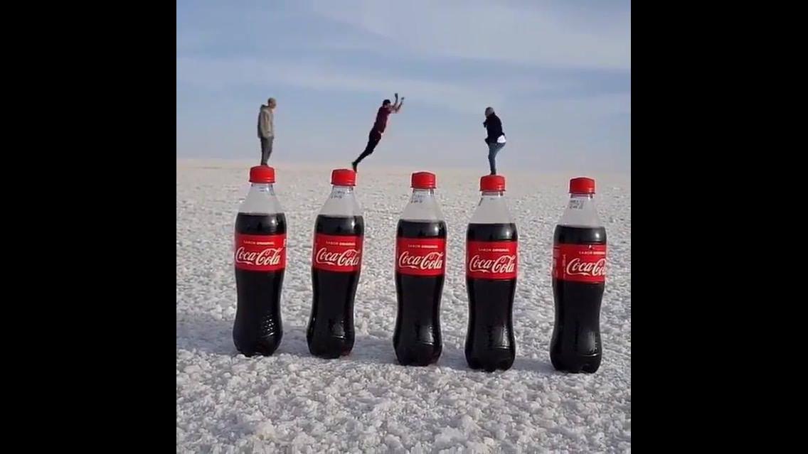 Video legal feito com garrafas de refrigerante e montagem hahaha