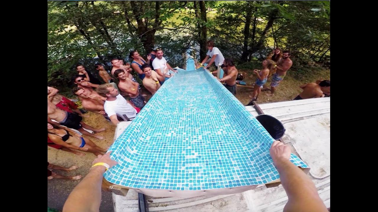 Vídeo muito legal mostrando um toboágua feito em uma lagoa