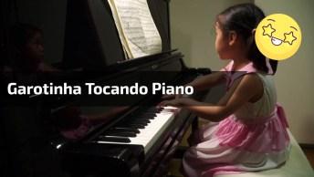 Criança Tocando Piano, Veja Agilidade Desta Pequena Garotinha!