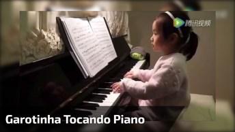 Garotinha Tocando Música Clássica No Piano, Simplesmente Fantástico!