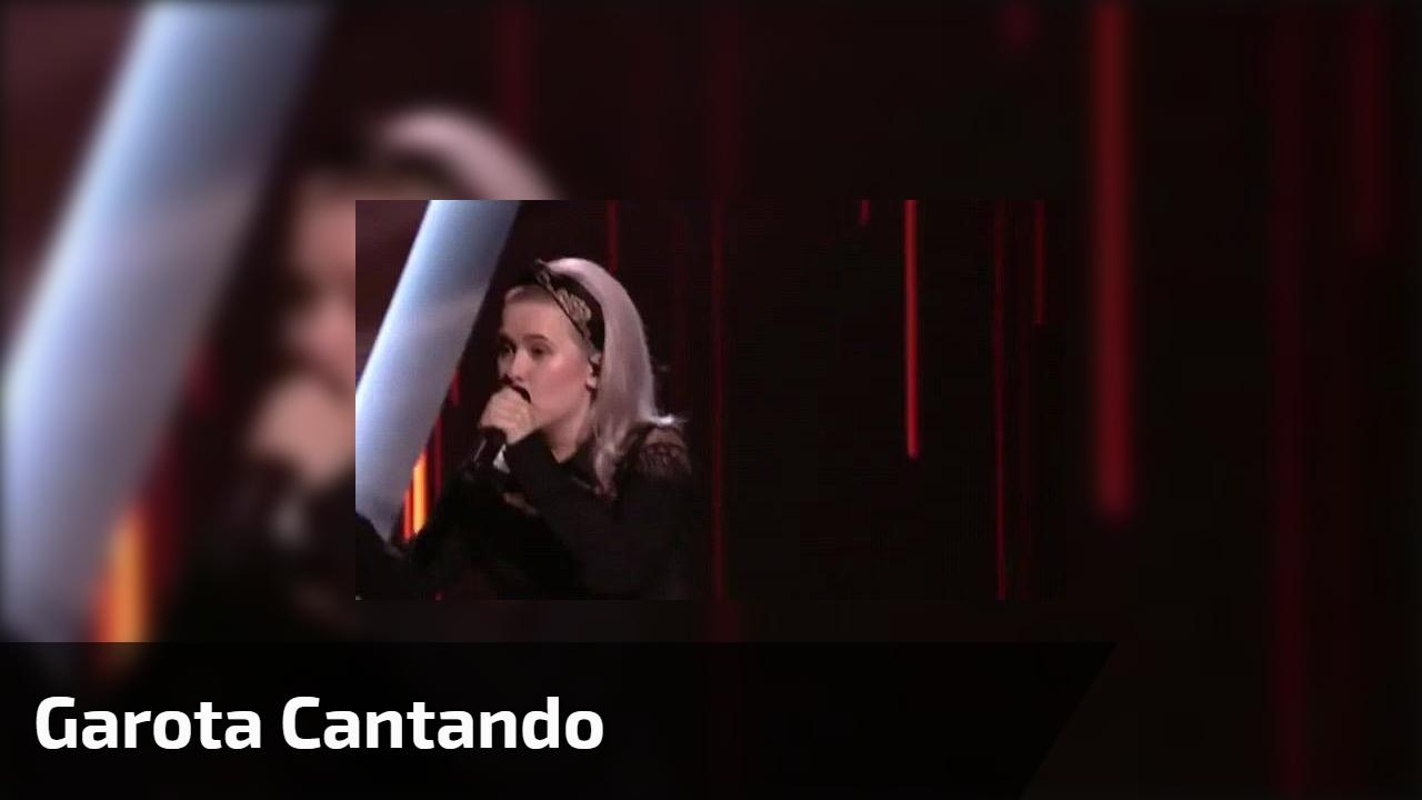 Garota cantando
