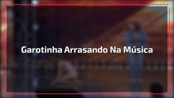 Versão Da Música 'Chandelier' Da Cantora Sia Interpretada Por Uma Garotinha!