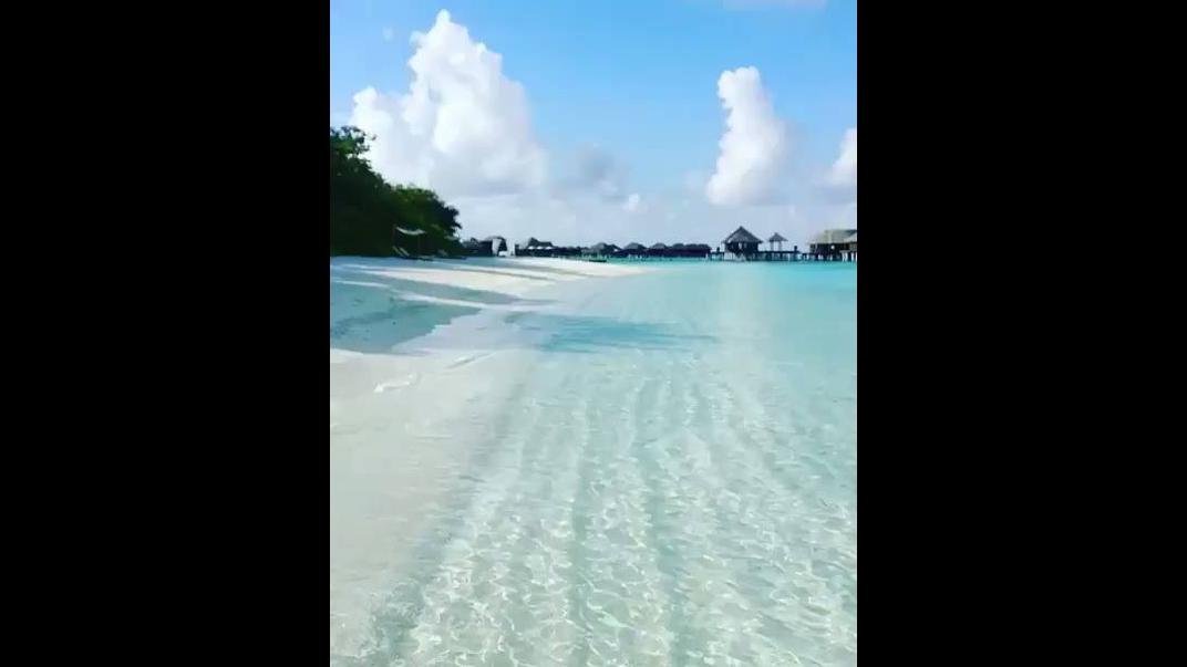 Águas cristalinas das parais das Ilhas de Maldivas