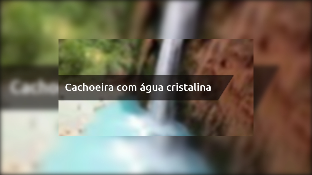 Cachoeira com água cristalina