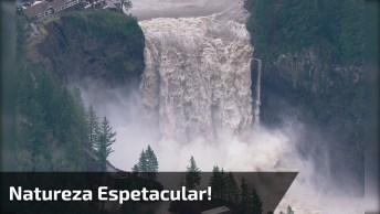 Cachoeira Com Queda D'Água Impressionante, A Natureza É Espetacular!