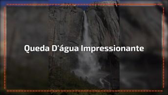 Cachoeira Em Meios De Pedras E Lugar Seco, A Natureza É Incrível!