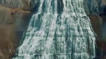 Cachoeira Espetacular Em Algum Lugar Do Mundo, Olha Só Que Espetáculo!