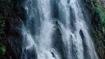 Cachoeira Linda Em Algum Lugar Do Mundo, A Natureza É Espetacular!