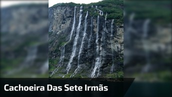Cachoeiras Com Grande Queda D'Água, Veja Que Linda Paisagem Natural!