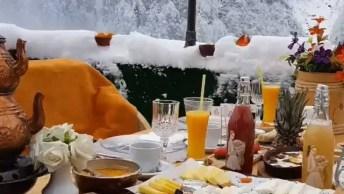 Café Da Manhã Em Um Hotel Na Turquia No Inverno, Veja Que Linda Paisagem!